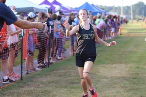 Sophomore Jazmin Hever nears the end of her race.