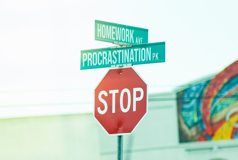 Alexandra+Norton+battles+with+procrastination+while+doing+online+schoolwork+at+home.
